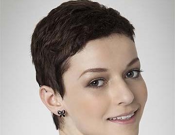 Foto di donne con i capelli corti