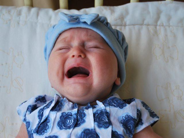 Quando il bebè piange, perché è bene calmarlo in modo dolce